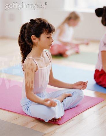 亲子瑜伽 与孩子的另一种交流(图文)