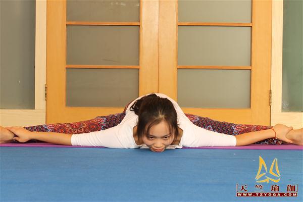 瑜伽优秀学员钟依丽