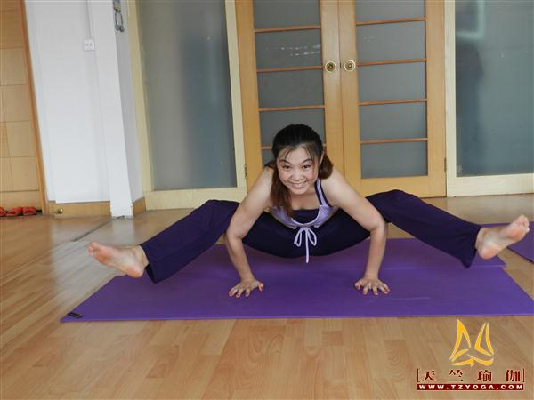瑜伽优秀学员肖恒