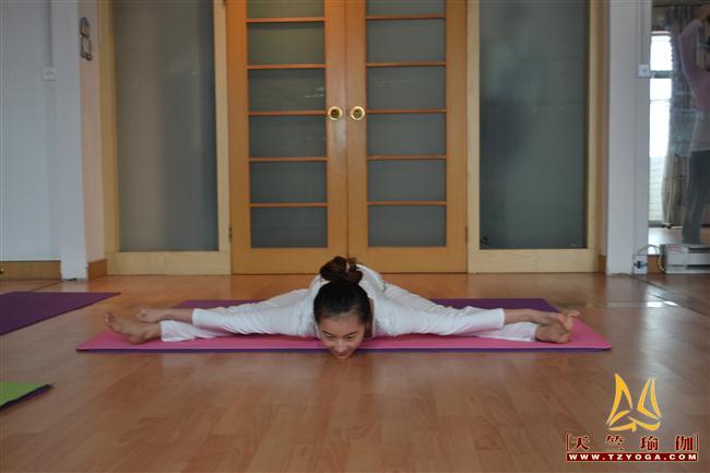 瑜伽优秀学员田珊珊