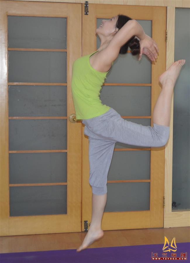 瑜伽优秀学员李倩影