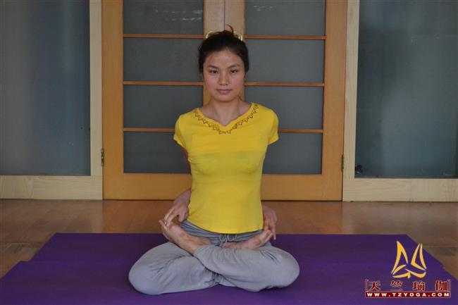 天竺瑜伽教练-高级教练邱梦平
