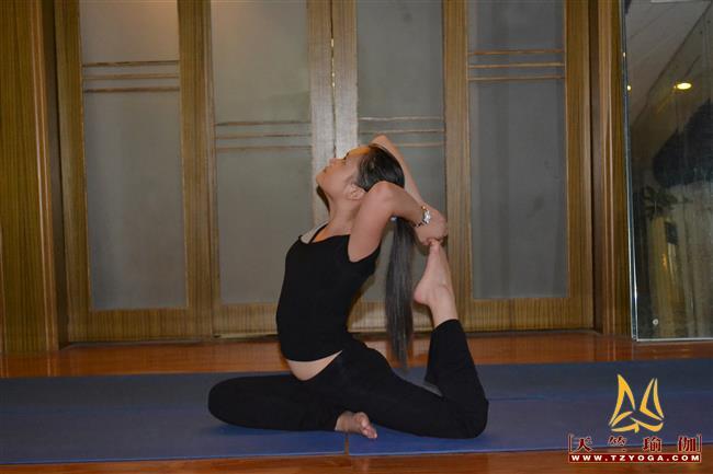 瑜伽优秀学员周倩