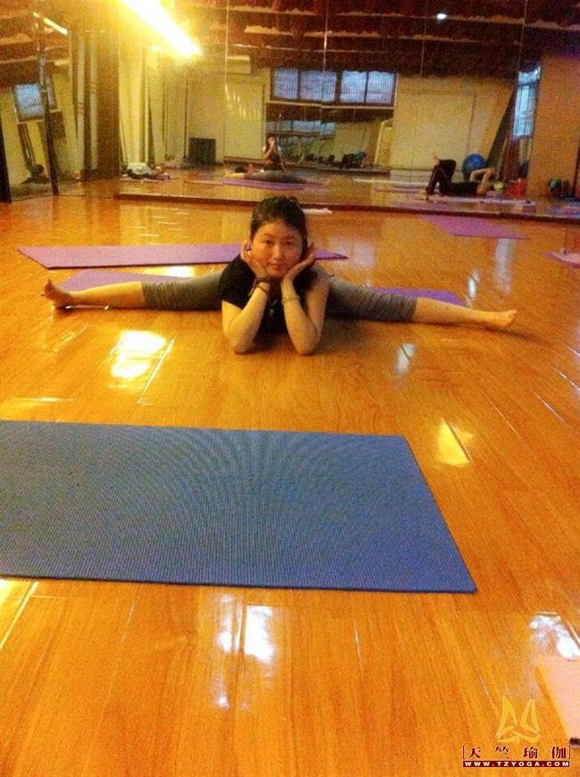 瑜伽优秀学员田靖靖