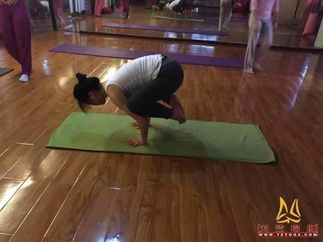瑜伽优秀学员杨隆