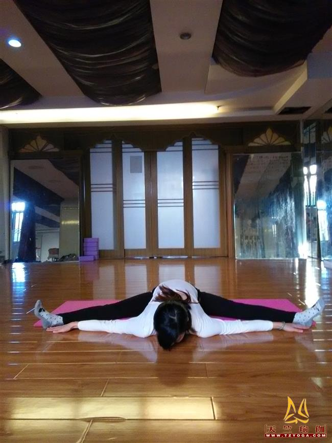 瑜伽优秀学员胡俊