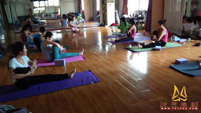 天竺瑜伽第203期初中高级连读瑜伽教练培训全日制脱产培训班