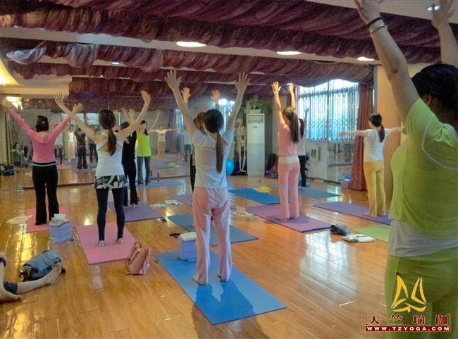 天竺瑜伽第期初中高级连读瑜伽教练培训全日制脱产培训班