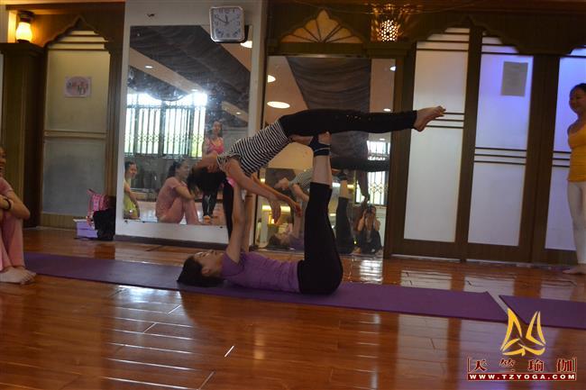 天竺瑜伽第208期初中高级连读瑜伽教练培训全日制脱产培训班