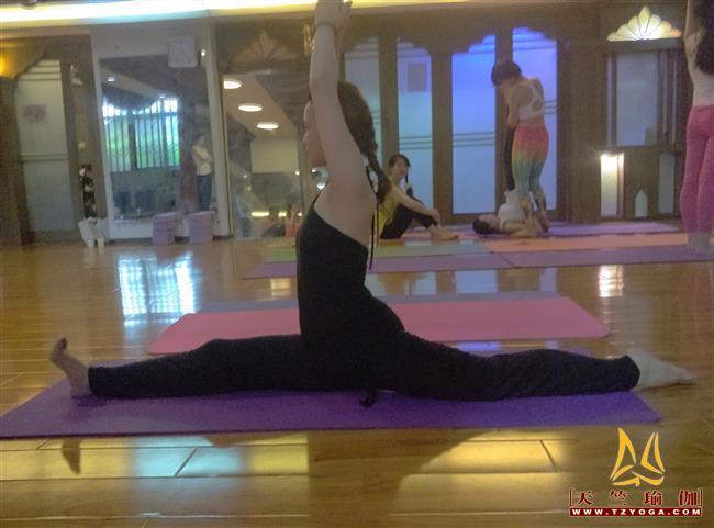 天竺瑜伽第209期初中高级连读瑜伽教练培训全日制脱产培训班