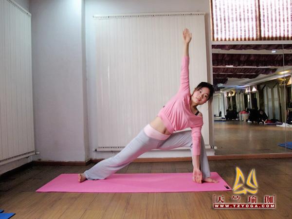天竺瑜伽教练何慧玲